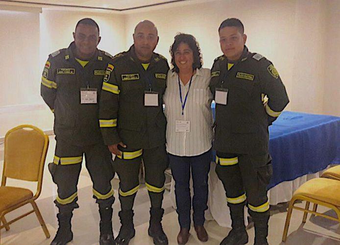 Con la Policía de Gestión de Riesgos en taller